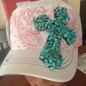 This turquoise / Cross cap is SO pretty !